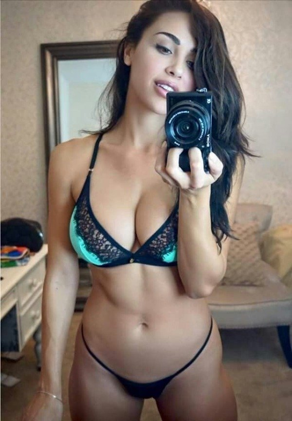 It's Cleavage Time (31 pics)