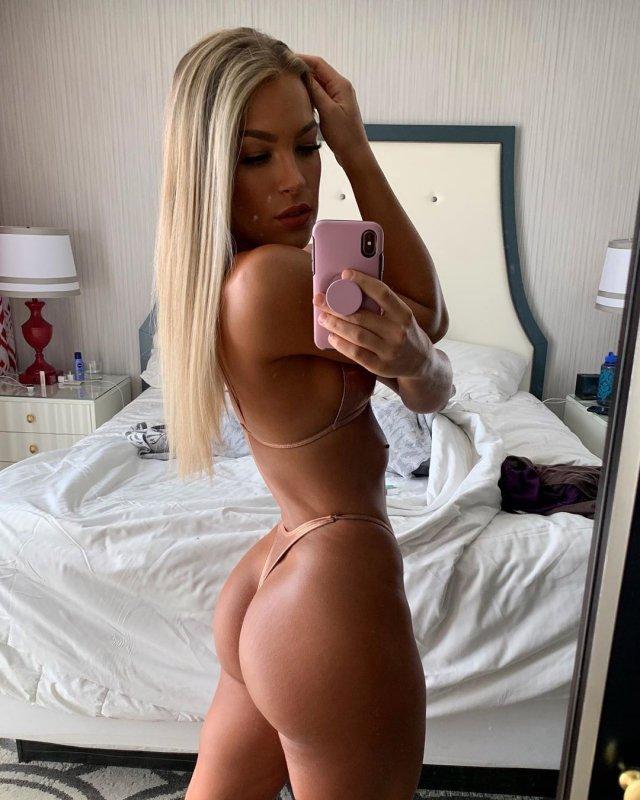 Bikini Girls (89 pics)