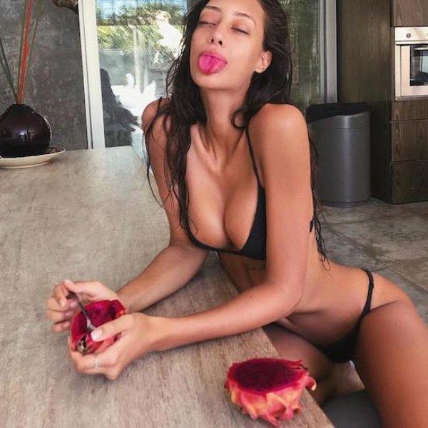 Pretty Tongues (50 pics)
