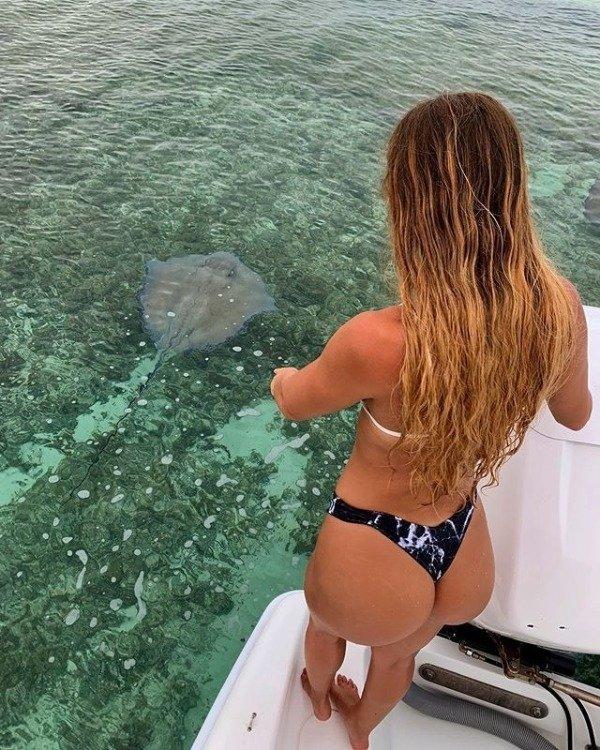 Girls Gone Fishing (33 pics)