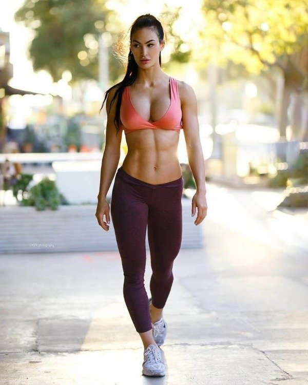 Girls In Sports Bras (46 pics)