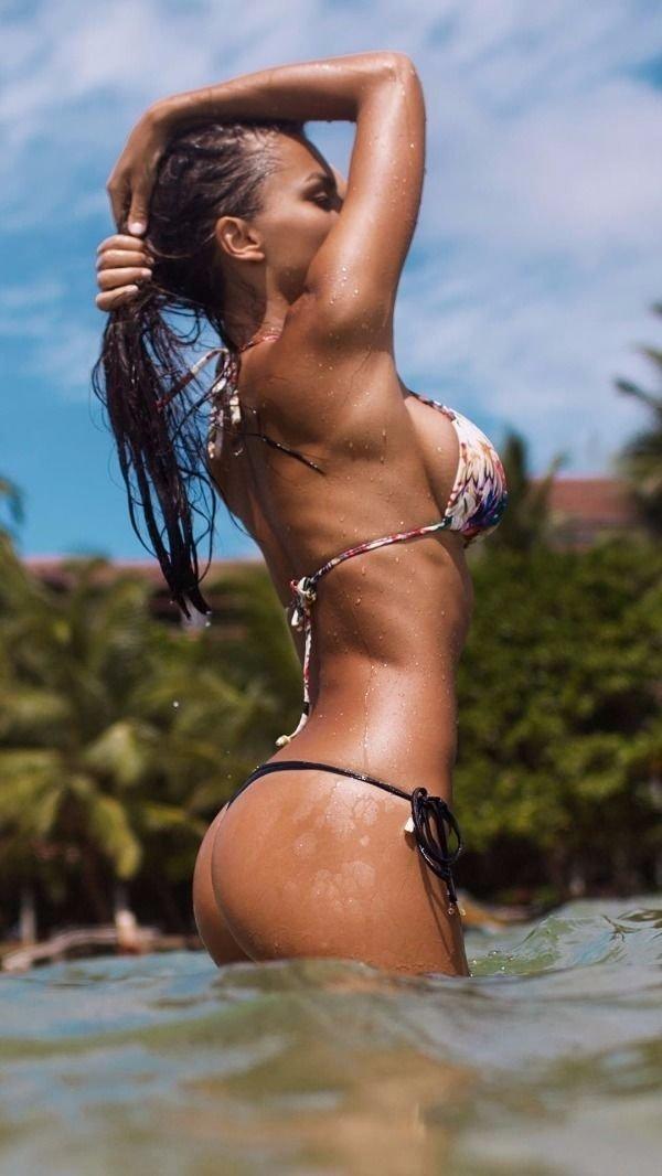 Bikini Girls (77 pics)