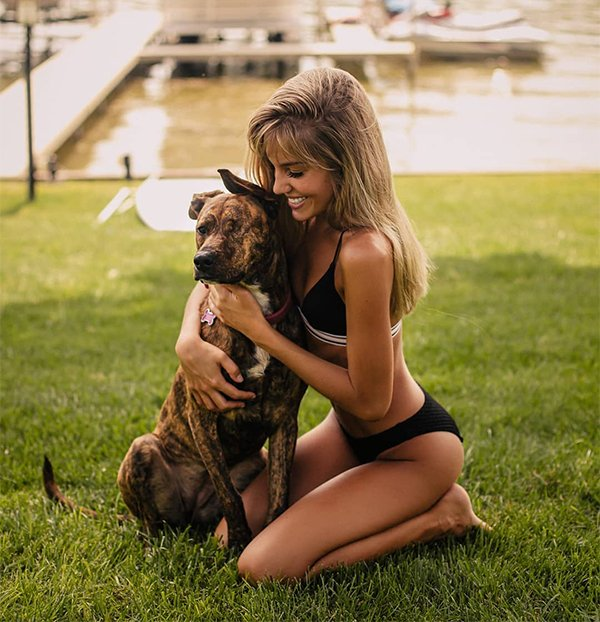 Girls And Their Pets (32 pics)
