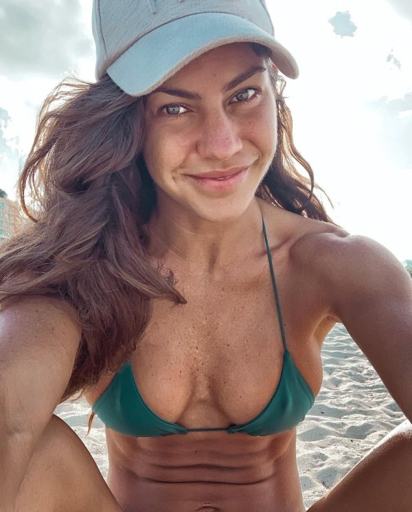Girls In Caps (40 pics)