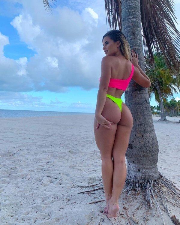 Bikini Girls (74 pics)