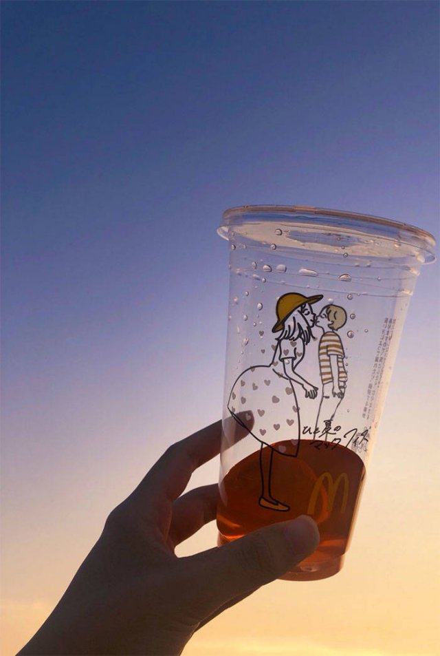 Japanese McDonald Introduced A New Cup Design... (13 pics)