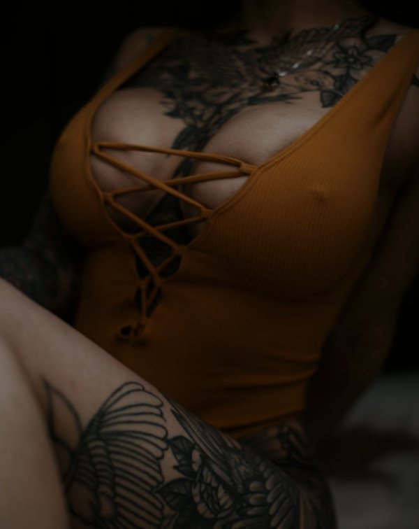 Girls With Tattoos (60 pics)