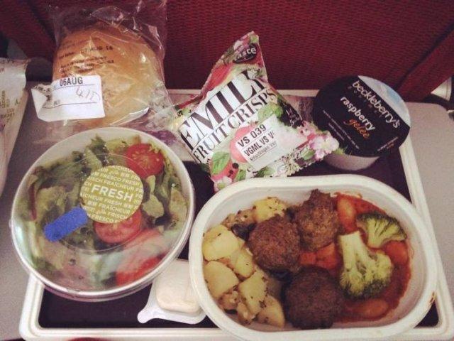 Economy Class Food Vs Business Class Food (38 pics)