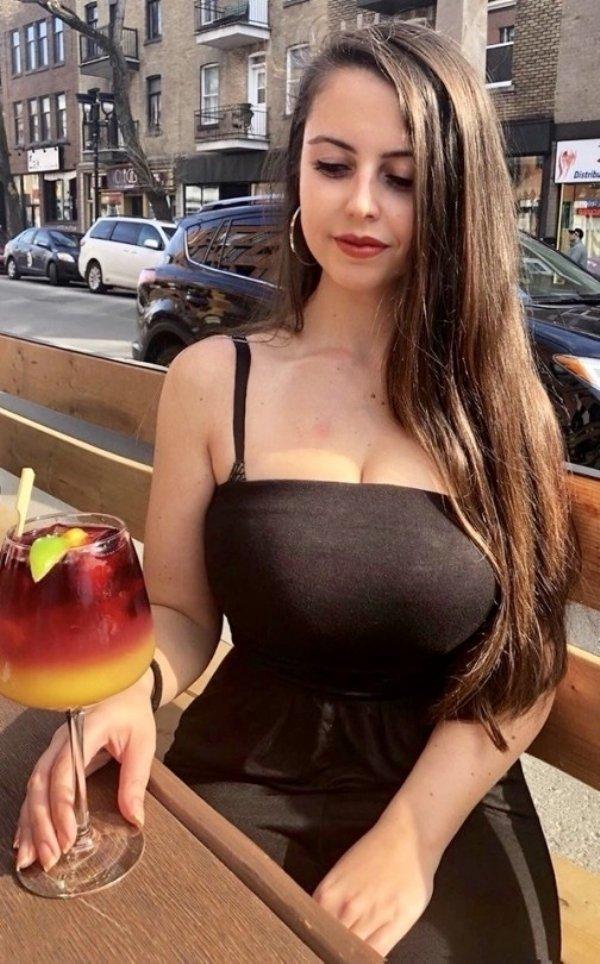Girls Got Drinks (28 pics)