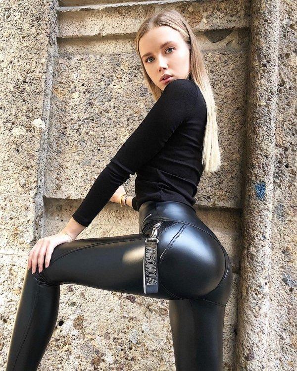 Hot Latex Girls 46 Pics-7200