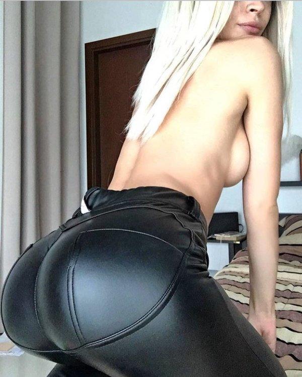Hot Latex Girls (46 pics)