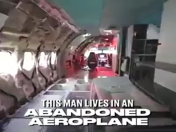 Man Makes A Retired Boeing 727 His Home