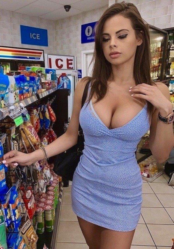 Pretty Girls In Tight Dresses (31 pics)