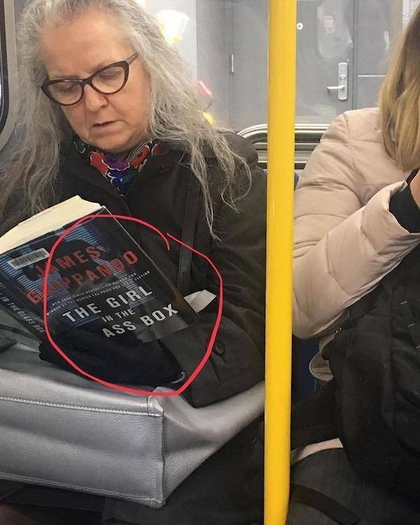 What People Read On The Subway (27 pics)
