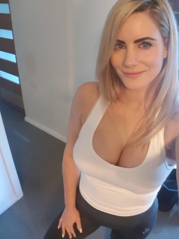 Very Hot Busty Ladies (56 pics)