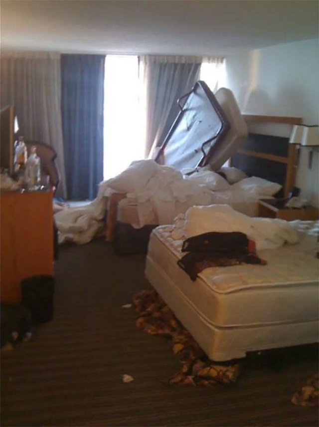These Hotel Guests Are The Worst (33 pics)