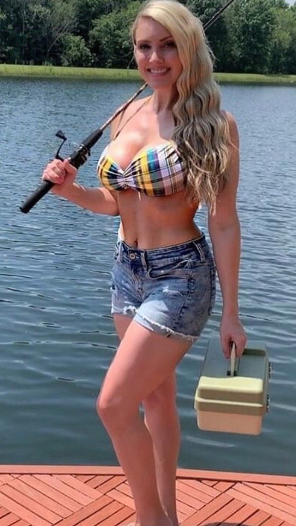 Girls Gone Fishing (35 pics)