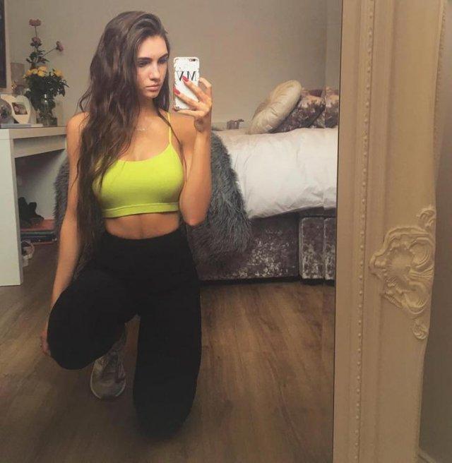 Hot Mirror Selfies (46 pics)
