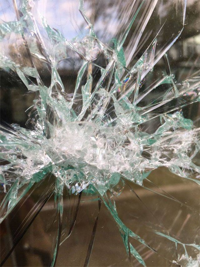 It's Not Just A Broken Glass (7 pics)