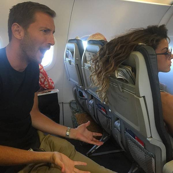 Funny And Scary Airplane Flight Moments (18 pics)