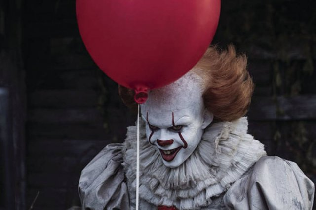 Pennywise Balloon Lamp (6 pics)