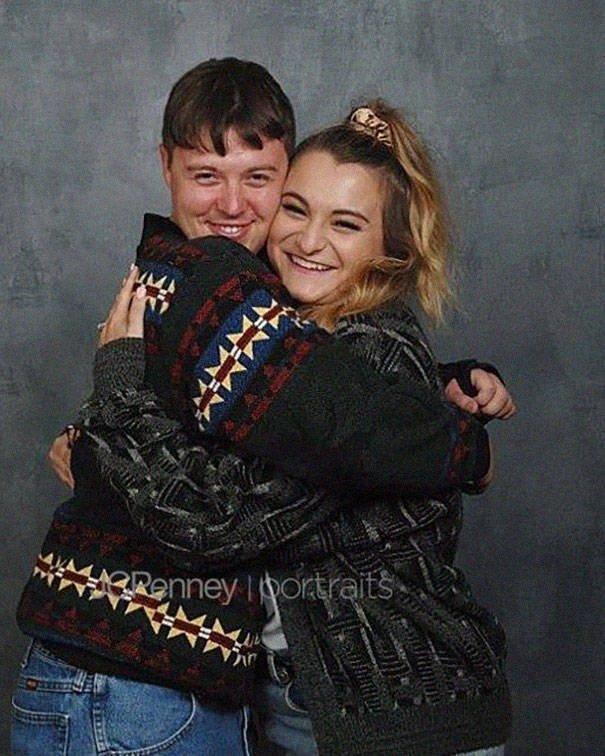 Awkward Engagement Photoshoot (22 pics)