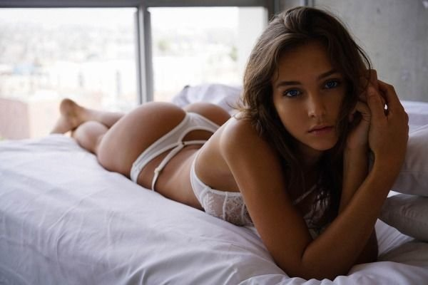 Staying In Bed (40 pics)