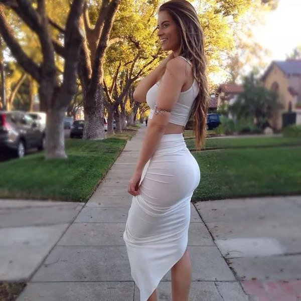 Hot Girls In Tight Dresses (31 pics)