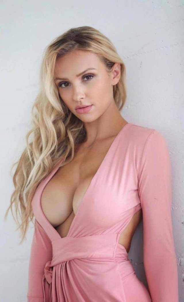 Braless Girls Are The Best (52 pics)