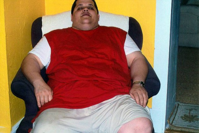 Man Loses 200 Pounds (90 Kilos) After Being Forced To Buy Two Seats On An Airplane (8 pics)