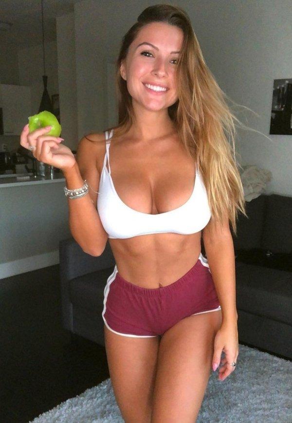 Girls In Sport Bras (42 pics)