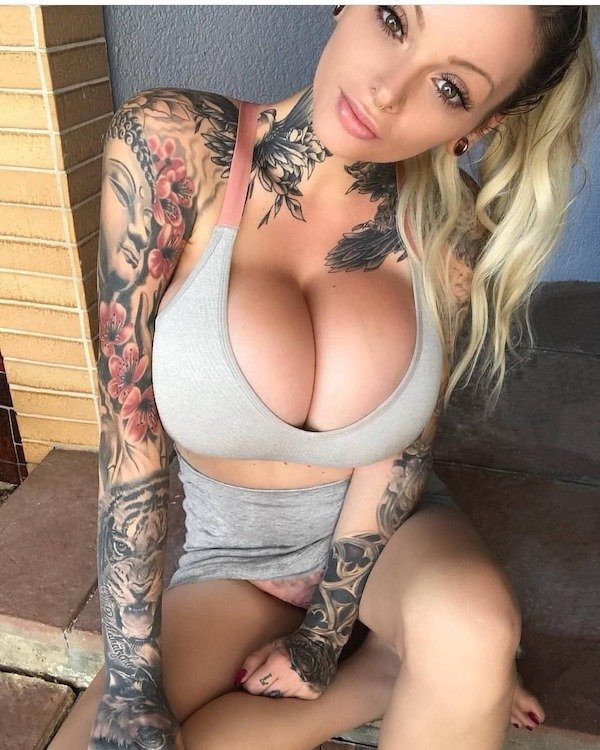 Beautiful Tattoo Girls (32 pics)