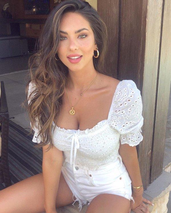 Pretty Girls In White T-Shirts (46 pics)