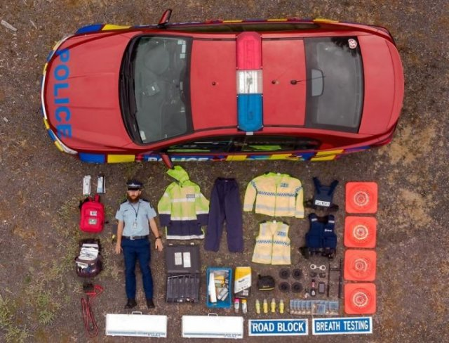Emergency Service Vehicles From All Over The World And The Equipment Inside Them (39 pics)
