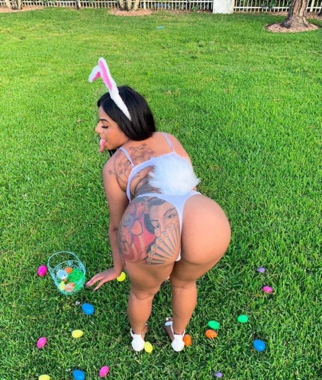 Mikayla Saravia Earns $100k Yearly With Her Tongue On Instagram (10 pics)