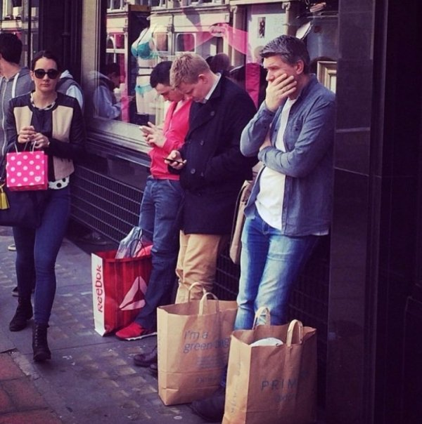 Men Waiting For Their Women (32 pics)