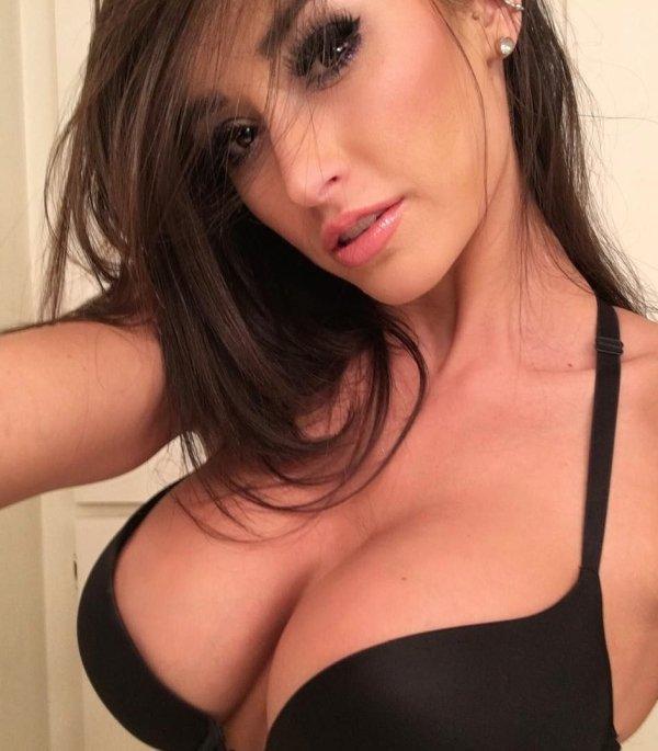 Hot Selfies (90 pics)
