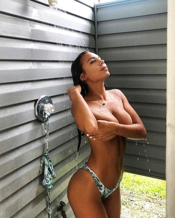 Getting Wet (43 pics)