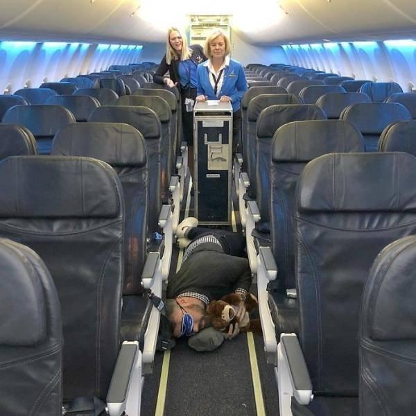 Michael James Schneider Trolls Awful Airplane Passengers (24 pics)