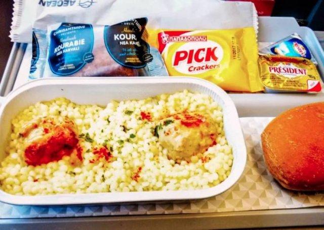 Business Class Food Vs. Economy Class Food (42 pics)
