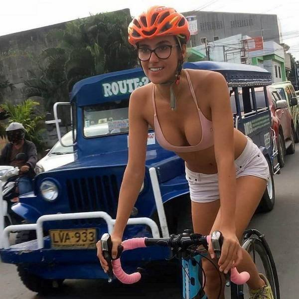 Hot Girls And Bikes (54 pics)