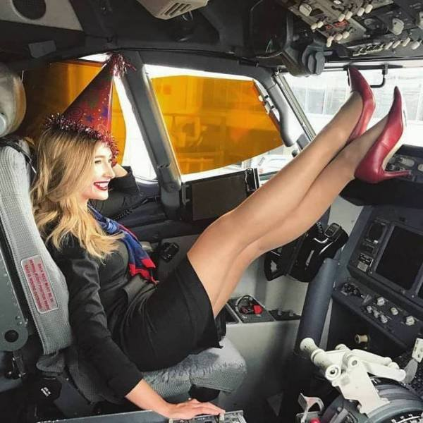 Girls With Long Legs (51 pics)