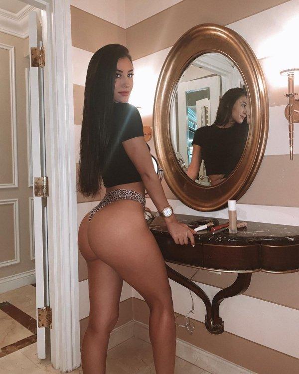 Hot Latinas (43 pics)