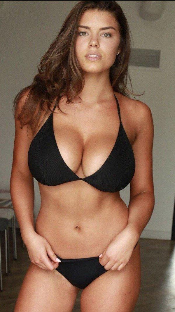 Hot Bikini Girls (32 pics)