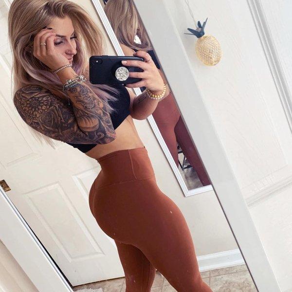 Hot Girls In Yoga Pants (63 pics)