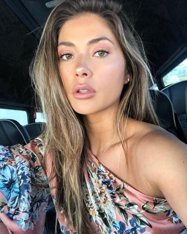 Beautiful Car Selfies (32 pics)