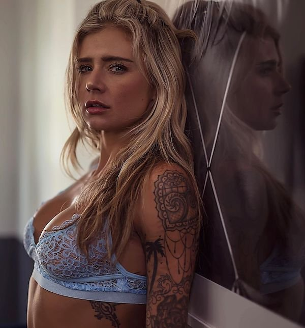 Very Hot Tattoo Girls (30 pics)