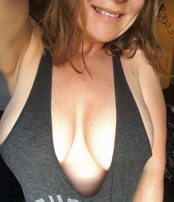 Hot Selfies (71 pics)