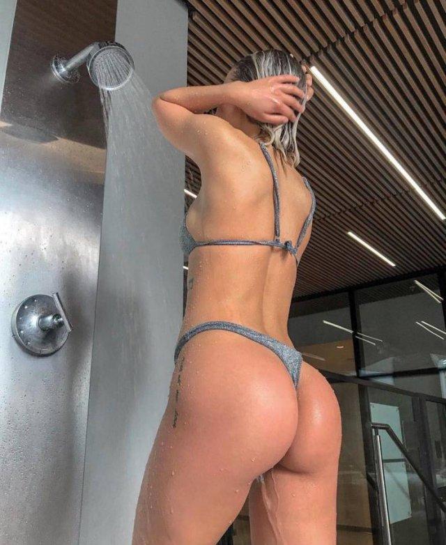 Beautiful Wet Girls (53 pics)