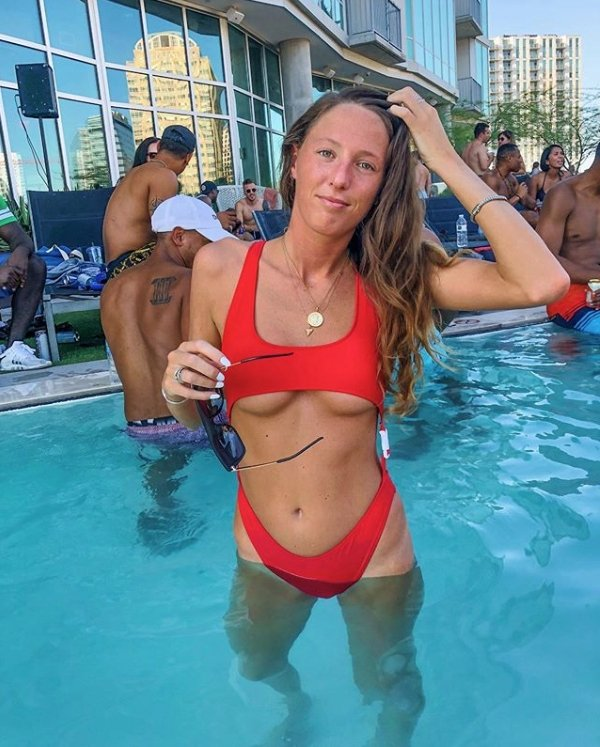 Company Shames A Candidate On Instagram For Posting A Bikini Photo On Her Instagram (13 pics)